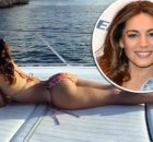 MAIN-Kelly-Brook-has-got-her-bum-out-in-St-Barts